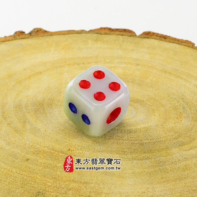 骰子 情境照片 翡翠骰子項鍊玉珮(鴻運當頭:骰子牌A貨翡翠骰子玉珮、緬甸玉骰子玉墜)。超細豆種骰子,CZ002。客製化訂做各種翡翠骰子吊墜玉珮項鍊。★附A貨翡翠雙證書
