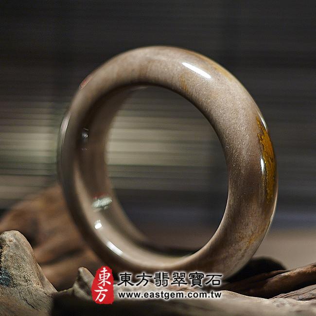 木化石天然手鐲左側照片 木化石手鐲、樹化玉手鐲。(咖啡色帶黃色,圓鐲18,WO019)。客製化訂做各種木化石手鐲、樹化玉手鐲。★附東方翡翠寶石雙證書