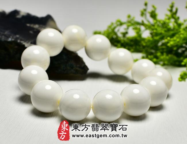 白硨磲天然玉石珠串手鍊左側照片  白硨磲手鍊(白硨磲珠子、白車渠珠子,珠徑約16.5mm,WCG001)。客製化設計各種白硨磲珠串、白硨磲珠子、白硨磲手鍊、白硨磲手珠。★附東方翡翠寶石保證卡