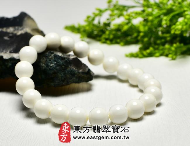 白硨磲天然玉石珠串手鍊   左側照片   白硨磲手鍊(白硨磲珠子,珠徑約8mm,WCG016)。客製化設計各種白硨磲珠串、白硨磲珠子、白硨磲手鍊、白硨磲手珠。★附東方翡翠寶石保證卡