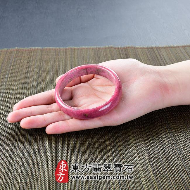 玫瑰石天然手鐲玉鐲 大小示意照片   玫瑰石手鐲、薔薇輝石手鐲。(粉紅色,圓鐲18,RO011)。客製化訂做各種玫瑰石手鐲、薔薇輝石手鐲。★附東方翡翠寶石雙證書