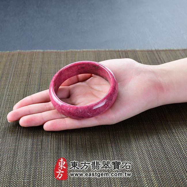 玫瑰石天然手鐲玉鐲 大小示意照片  玫瑰石手鐲、薔薇輝石手鐲。(粉紅色,圓鐲18.5,RO014)。客製化訂做各種玫瑰石手鐲、薔薇輝石手鐲。★附東方翡翠寶石雙證書