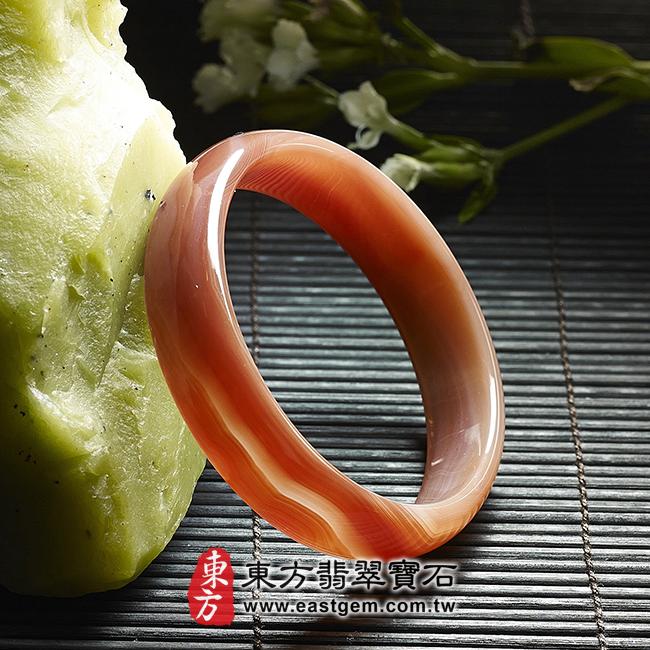天珠紅瑪瑙玉髓手鐲玉鐲 左側面照片 天珠紅瑪瑙手鐲。(圓鐲18.5,RM015)。客製化訂做各種天珠紅瑪瑙手鐲。★附東方翡翠寶石雙證書