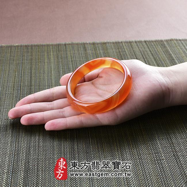 天珠紅瑪瑙玉髓手鐲玉鐲 大小示意照片   天珠紅瑪瑙手鐲。(圓鐲18.5,RM016)。客製化訂做各種天珠紅瑪瑙手鐲。★附東方翡翠寶石雙證書