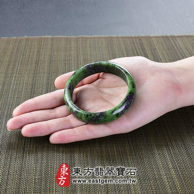 紅綠寶天然手鐲玉鐲大小示意照片 紅綠寶手鐲。(綠色帶紫色黑色,圓鐲18,HG004)。客製化訂做各種紅綠寶手鐲。★附東方翡翠寶石雙證書