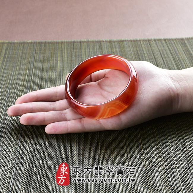 天珠紅瑪瑙玉髓手鐲玉鐲 大小示意照片   天珠紅瑪瑙手鐲。(圓鐲19,RM011)。客製化訂做各種天珠紅瑪瑙手鐲。★附東方翡翠寶石雙證書