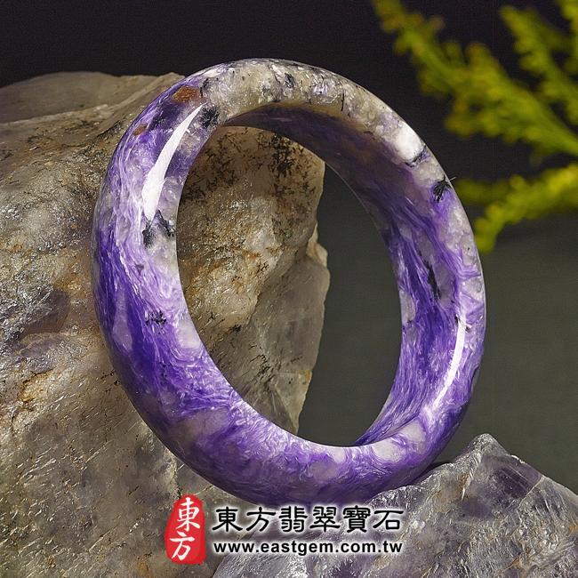 紫龍晶天然手鐲玉鐲左側照片  紫龍晶手鐲。(紫色帶白色,圓鐲18)PU001。客製化訂做各種紫龍晶手鐲。★附東方翡翠寶石雙證書