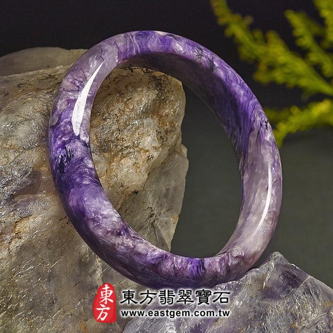 紫龍晶天然手鐲玉鐲左側照片  紫龍晶手鐲。(紫色帶白色,圓鐲19.5)PU002。客製化訂做各種紫龍晶手鐲。★附東方翡翠寶石雙證書