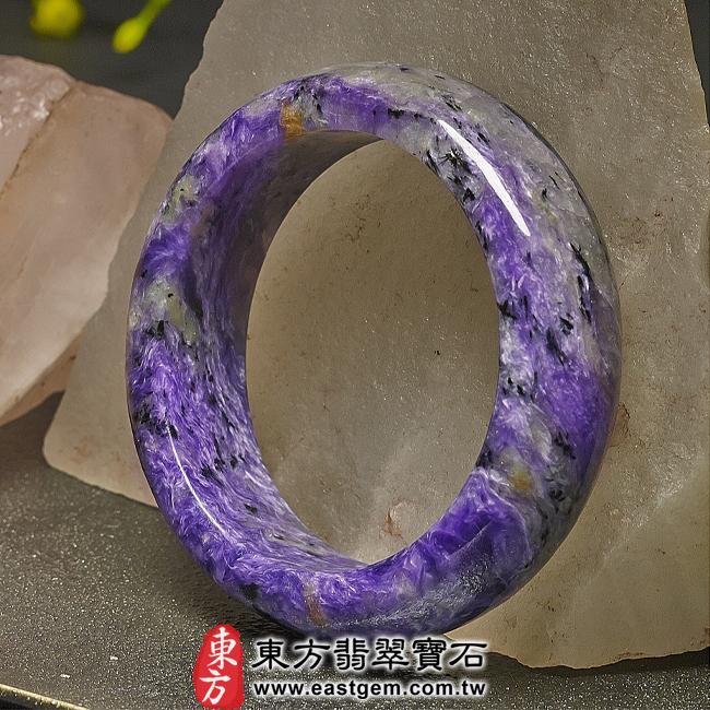 紫龍晶天然手鐲玉鐲右側照片  紫龍晶手鐲。(紫色帶白色,圓鐲17.5)PU003。客製化訂做各種紫龍晶手鐲。★附東方翡翠寶石雙證書
