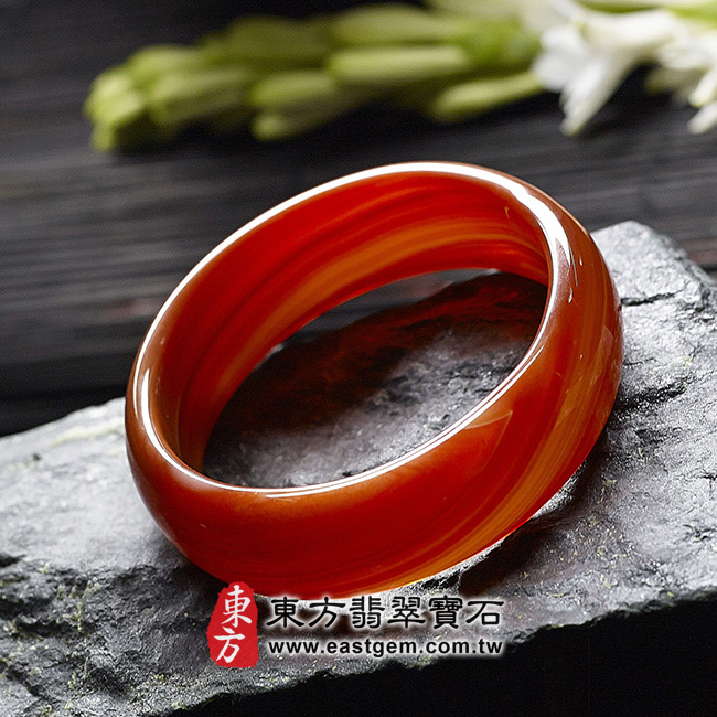 天珠紅瑪瑙玉髓手鐲玉鐲 右側照片  天珠紅瑪瑙手鐲。(圓鐲19,RM007)。客製化訂做各種天珠紅瑪瑙手鐲。★附東方翡翠寶石雙證書