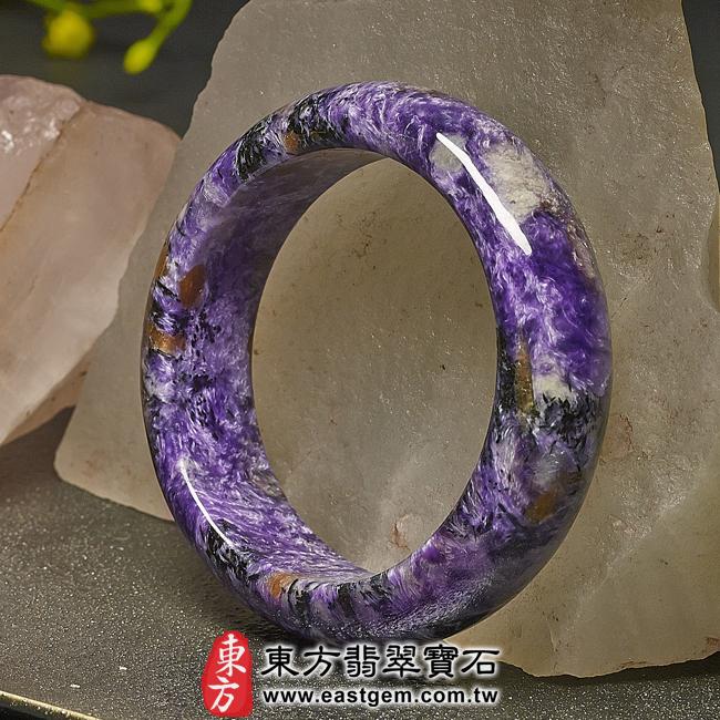 紫龍晶天然手鐲玉鐲右側照片  紫龍晶手鐲。(紫色帶白色,圓鐲17.5)PU006。客製化訂做各種紫龍晶手鐲。★附東方翡翠寶石雙證書