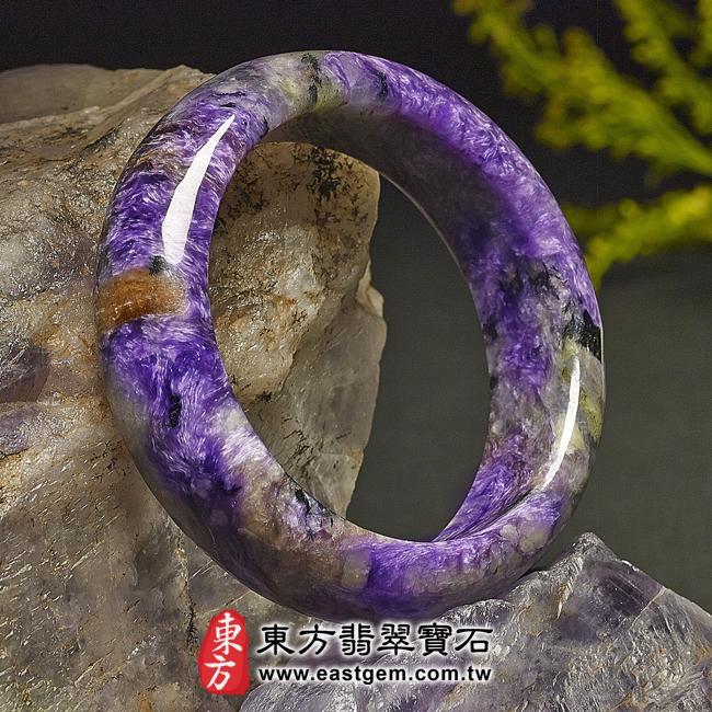 紫龍晶天然手鐲玉鐲左側照片  紫龍晶手鐲。(紫色帶白色,圓鐲17.5)PU007。客製化訂做各種紫龍晶手鐲。★附東方翡翠寶石雙證書