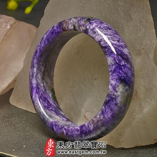 紫龍晶天然手鐲玉鐲右側照片  紫龍晶手鐲。(紫色帶白色,圓鐲17.5)PU007。客製化訂做各種紫龍晶手鐲。★附東方翡翠寶石雙證書