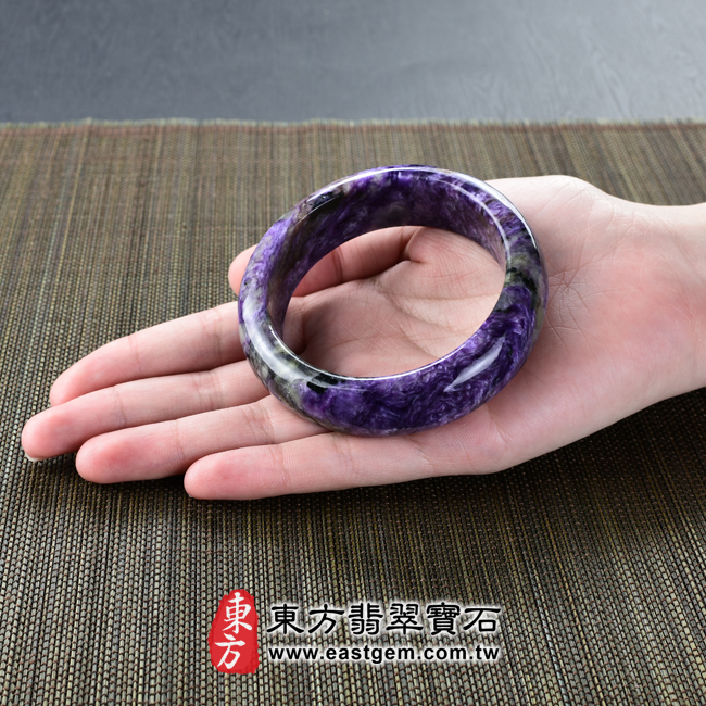 紫龍晶天然手鐲玉鐲大小示意照片 紫龍晶手鐲。(紫色帶白色,圓鐲17.5)PU007。客製化訂做各種紫龍晶手鐲。★附東方翡翠寶石雙證書