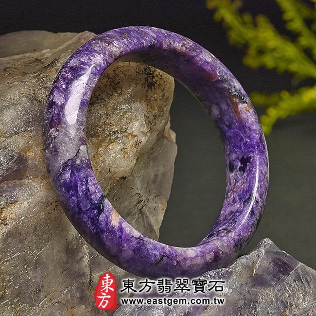 紫龍晶天然手鐲玉鐲左側照片  紫龍晶手鐲。(紫色帶白色,圓鐲18.5)PU009。客製化訂做各種紫龍晶手鐲。★附東方翡翠寶石雙證書