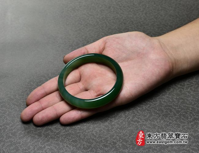 綠玉髓手鐲大小示意圖  綠玉髓手鐲、綠瑪瑙手鐲(綠色,圓鐲19,RG003)。客製化訂做各種綠瑪瑙手鐲★附東方翡翠寶石證書